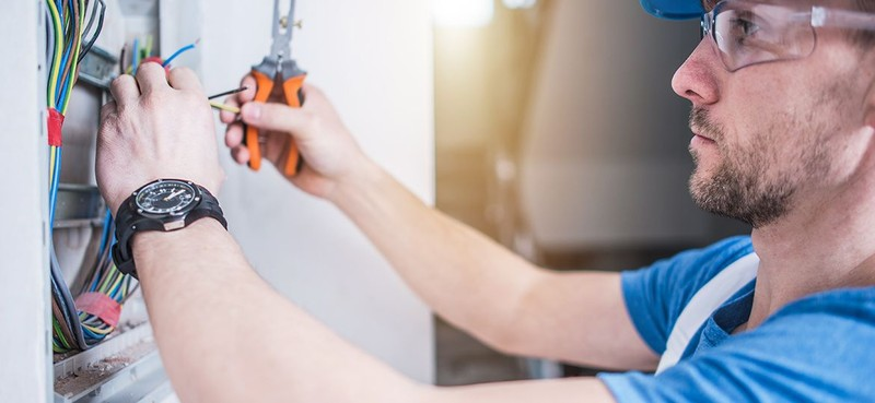 How to Choose the Right Contractor for Electrical Maintenance